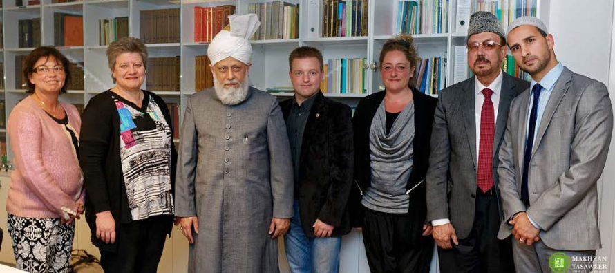 El Alcalde de Hvidovre da la bienvenida a Dinamarca al Líder de la Comunidad Ahmadía del Islam