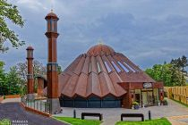 Jalifa del Islam inaugura una nueva mezquita central en Islamabad, Tilford, Reino Unido